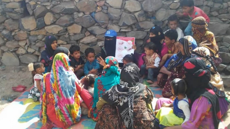 Community health volunteers teach village children in Ibb governorate about the importance of practicing good hygiene.