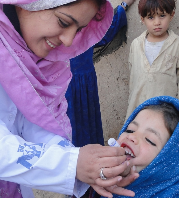 Polio vaccination campaign in Pakistan